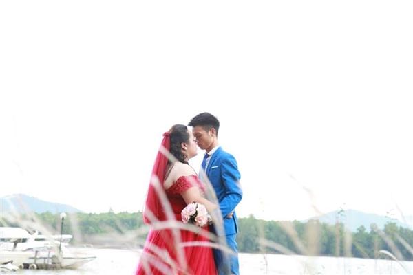 Vượt qua tất cả những khó khăn, cặp đôi giờ đang hạnh phúc chuẩn bị cho hôn lễ tổ chức vào giữa tháng 11 tới đây.