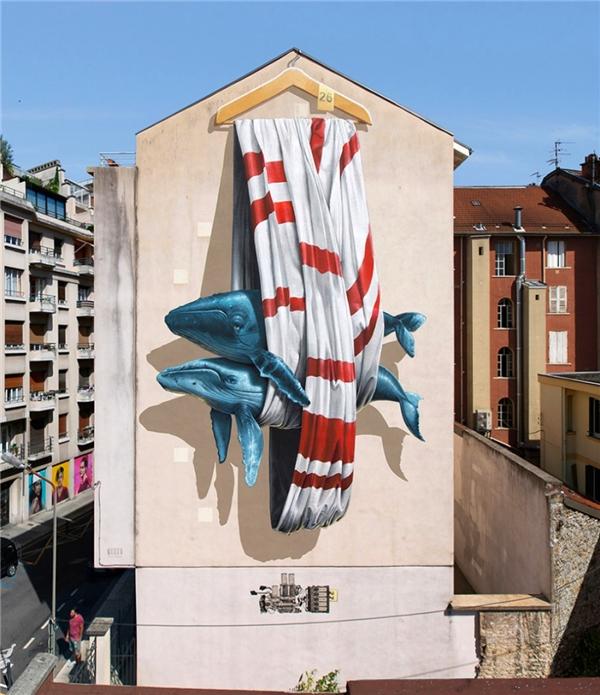 Washington và những con cá treo tường. (Ảnh: Internet)