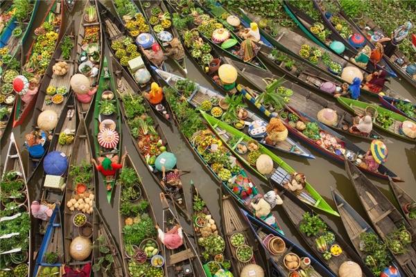 #8 Chợ nổi, Borneo, Malaysia (Giải Ba hạng mục ảnh du lịch)