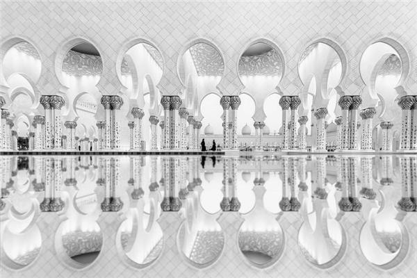 #9 Phản chiếu, các tiểu Vương quốc Ả Rập (Giải Nhì hạng mục ảnh kiến trúc)