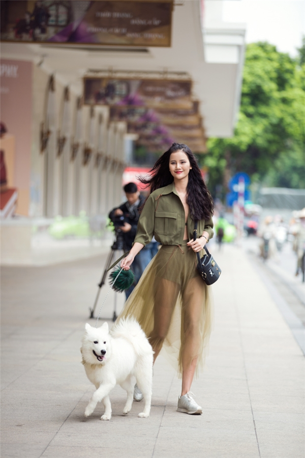 VIFW 2016: Hương Ly dắt cún yêu nổi bần bật tại The Best Street Style