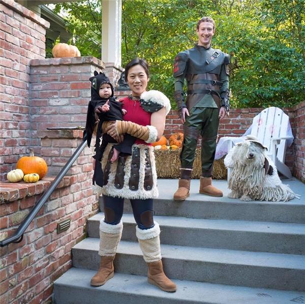 Tấm ảnh chơiHalloweencủa gia đình nhà Zuckerberg năm nay được cư dân mạng vô cùng thích thú vì quá dễ thương.