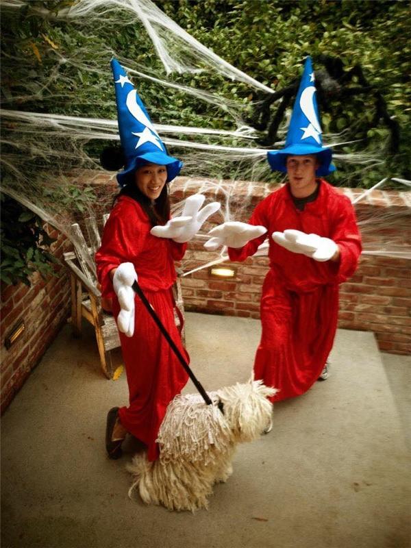 Vợ chồng Mark từng rất nhí nhố trong trang phục phù thủy nhiều năm trước.
