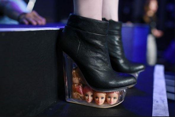 Choáng với những mẫu giày cao gót siêu dị của Lý Nhã Kỳ, Thuỷ Top