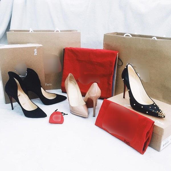 Không chỉ túi xách, Chi Pu còn chi mạnh cho giày dép. 3 đôi giày của Christian Louboutin với kiểu dáng mũi nhọn sang chảnh có giá hơn100 triệu đồng.