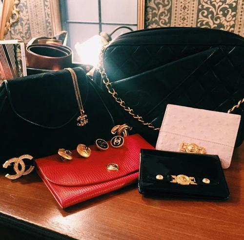 Chi Pu khoe loạt túi, víkhoe trên trang cá nhân nhân dịp cô tham quan tại một khucửa hàng bán đồ hiệu vintage nổi tiếng tại Tokyo.