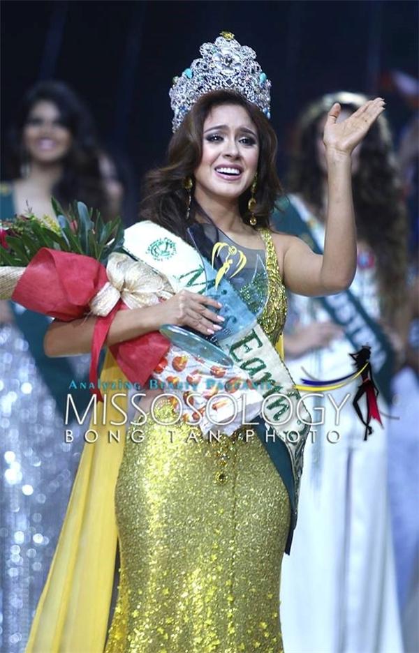 Chiếc váy gây mâu thuẫn giữa Hoa hậu Philippines và tân Hoa hậu Trái đất 2016.