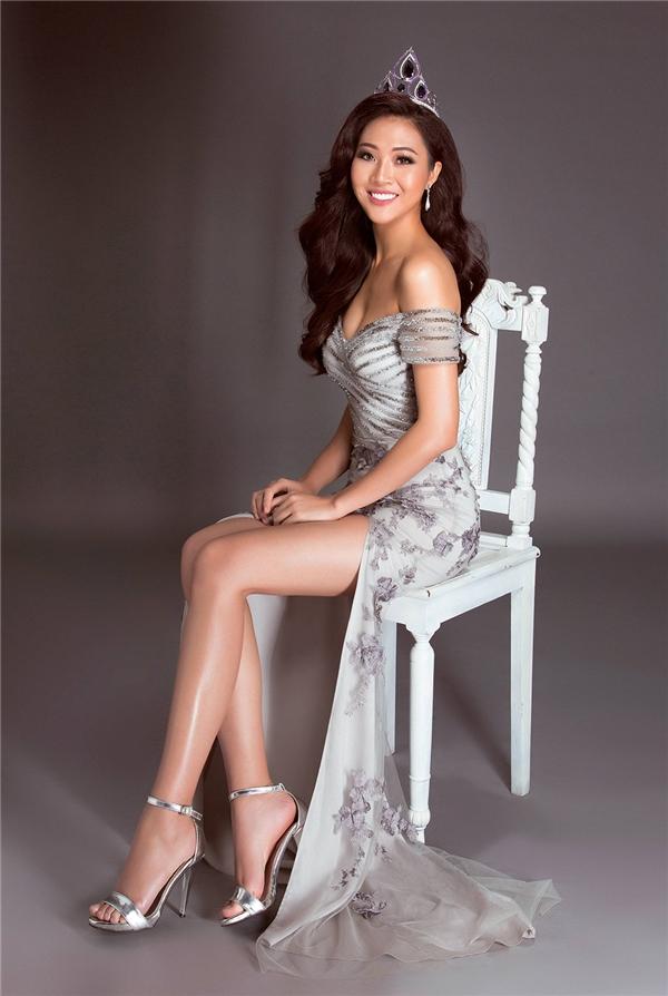 Hoa khôi Áo dài Việt Nam 2016 Diệu Ngọc cũng có đôi chân dài 1m16. Chiều cao hiện tại của cô là 1m81,5.