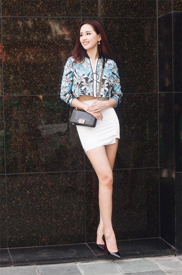 """Hoa hậu Mai Phương Thúy cao 1m84 và có đôi chân """"khủng"""" 1m16."""