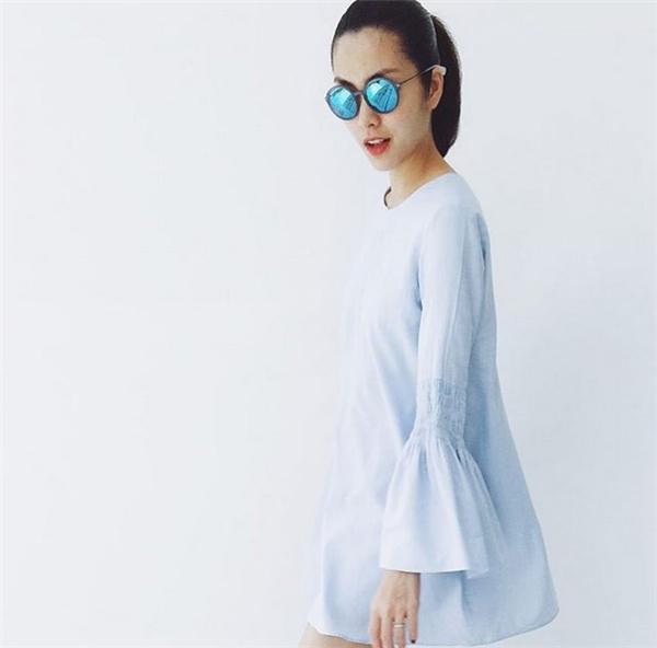 Những sắc màu tươi tắn, trang nhã luôn xuất hiện trong tủ đồ của Hà Tăng như: trắng, xanh, đen…