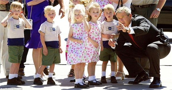 Gia đình cô Bobbiđược diện kiến Tổng thốngGeorge Bush.