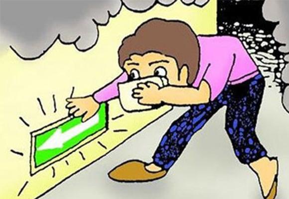 Càng hạ thấp người thì bạn sẽ càng hạn chế việc hấp thu khí độc vào cơ thể. (Ảnh: Internet)
