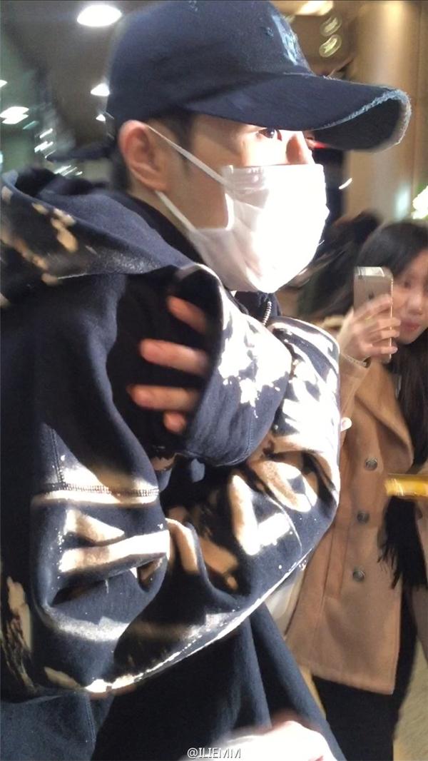 Hài hước tình huống nhận nhầm gà thành G-Dragon của quản lí Infinite
