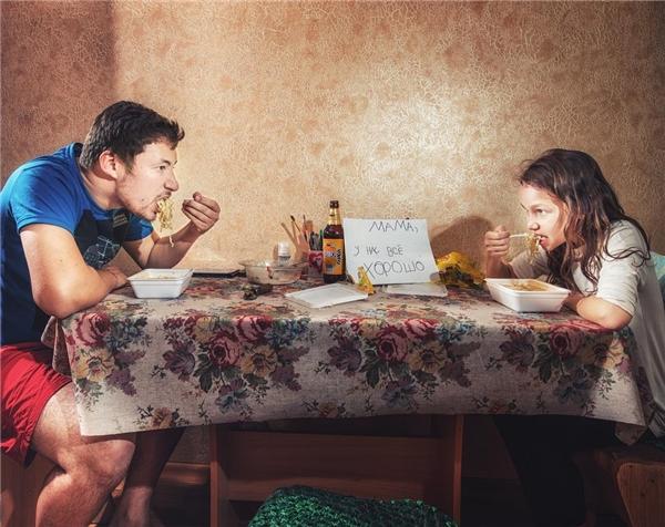 Niềm hạnh phúc khi không có mẹ... nấu cho là được ăn mì thả ga với bố?!