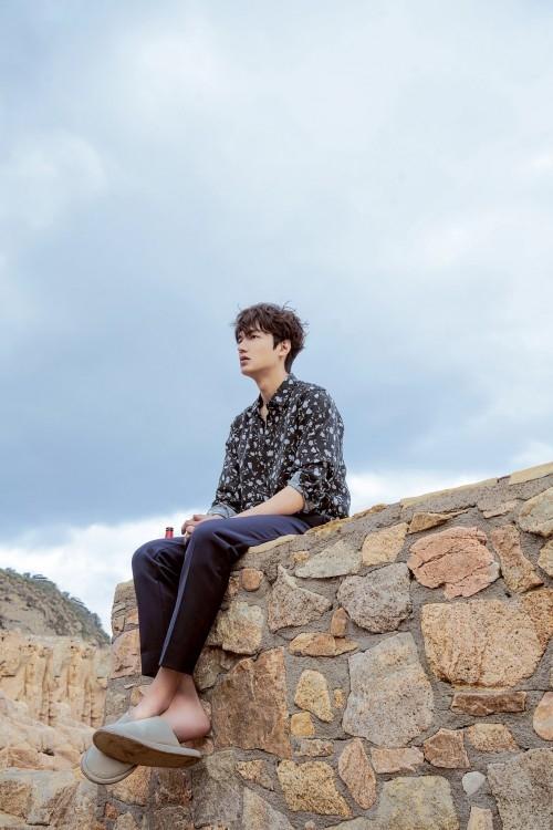 Sau tất cả, Lee Min Ho quyết định nhận nuôi người cá Jun Ji Hyun