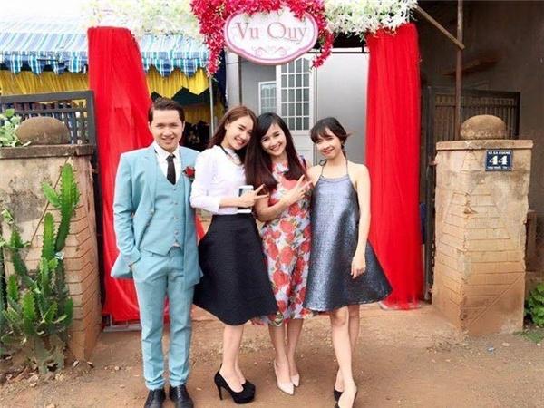 Cuộc sống khó tưởng tượng của 4 chị em Nhã Phương trong căn phòng 9m2 - Tin sao Viet - Tin tuc sao Viet - Scandal sao Viet - Tin tuc cua Sao - Tin cua Sao