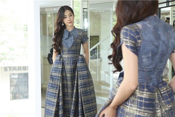 Top 8 Hoa hậu Trái Đất 2016cũng cho hay, cô rất vui khi lần đầu tiên được tham dự một Tuần lễ thời trang tầm cỡ thế này. Cô khá háo hức và mong chờ đến ngày 06/11để được tỏa sáng trên sàn diễn Vietnam International Fashion Week 2016.