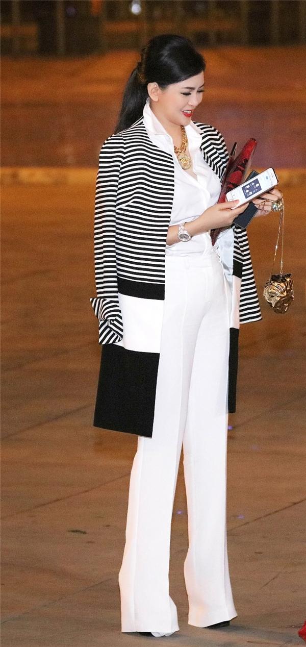Thủy Tiên diện cây hàng hiệu tỏa sáng trên thảm đỏ thời trang