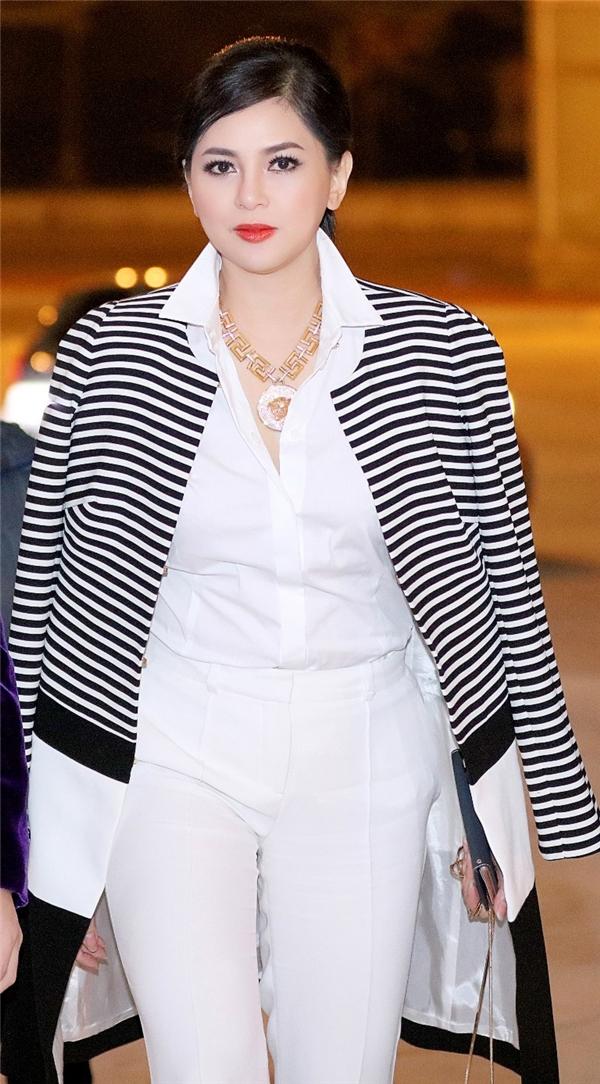 Tham gia sự kiện này, Thủy Tiên có dịp hội ngộ nhiều người bạn thân trong lĩnh vực kinh doanh như Hoa hậu Doanh nhân người Việt Vũ Thúy Nga, doanh nhân Dương Quốc Nam…