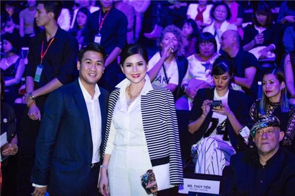 Thủy Tiên còn được con trai riêng của chồng - doanh nhân trẻ Phillip Nguyễn tháp tùng đến tham dự buổi tiệc thời trang này.