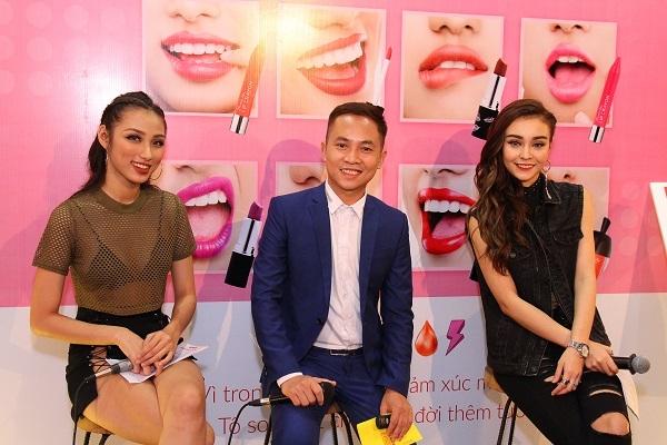 Tiến sĩ Nguyễn Hoàng Khắc Hiếu, ca sĩ Mlee và hotgirl Ngọc Mint đã có một buổi chia sẻ thân mật với các bạn trẻ.