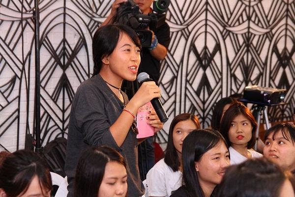Không khí của buổi event càng sôi nổi hơn khi có sự chia sẻ của rất đông các bạn nữ…