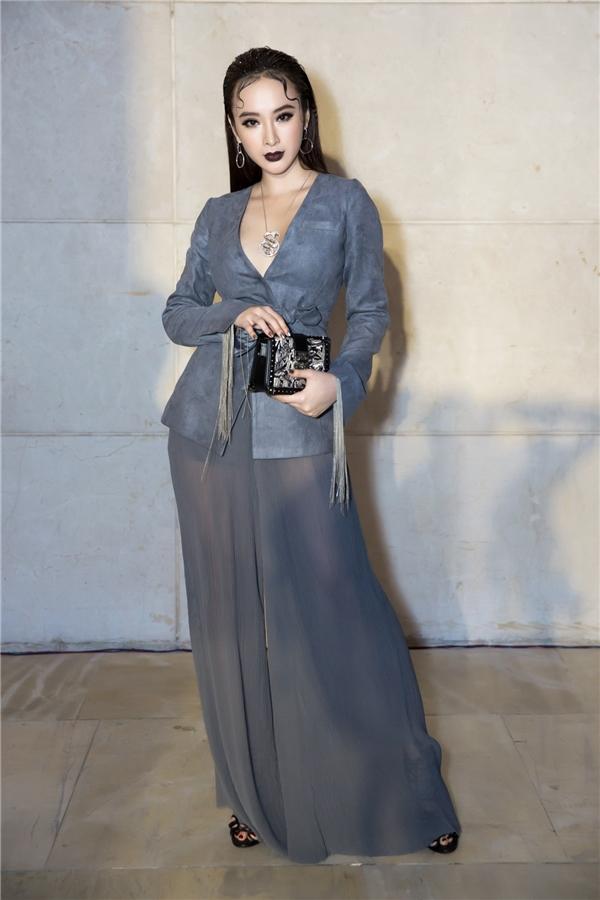 Nữ diễn viên 9X diệnvòng cổ Boucheron trị giá 1,65 tỷ và clutch MCM.