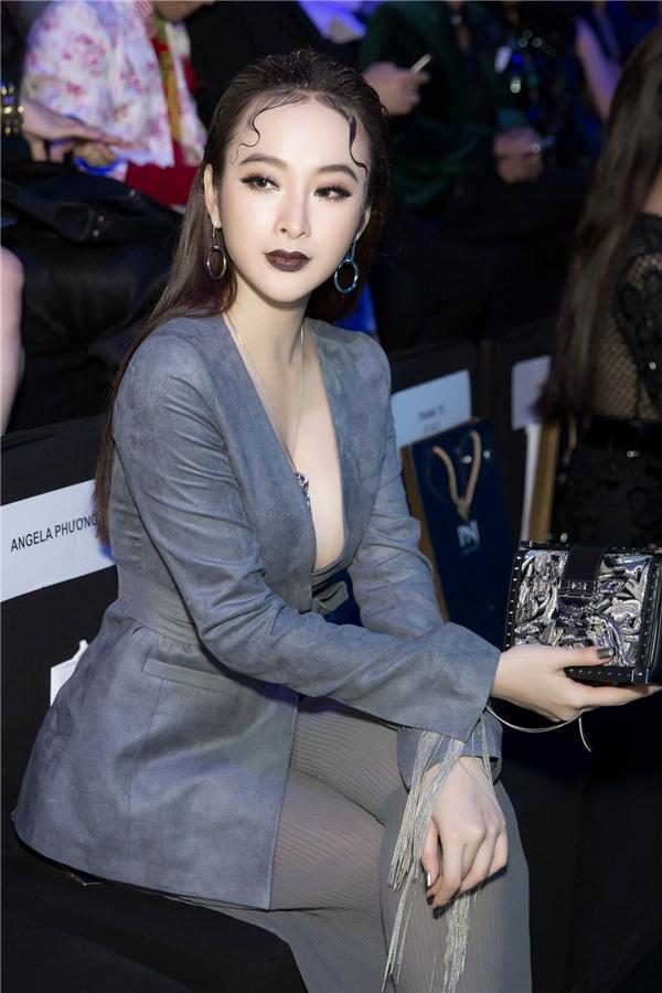 Angela Phương Trinh đầy ma mị, nổi bật khi đeo trang sức 1,6 tỷ