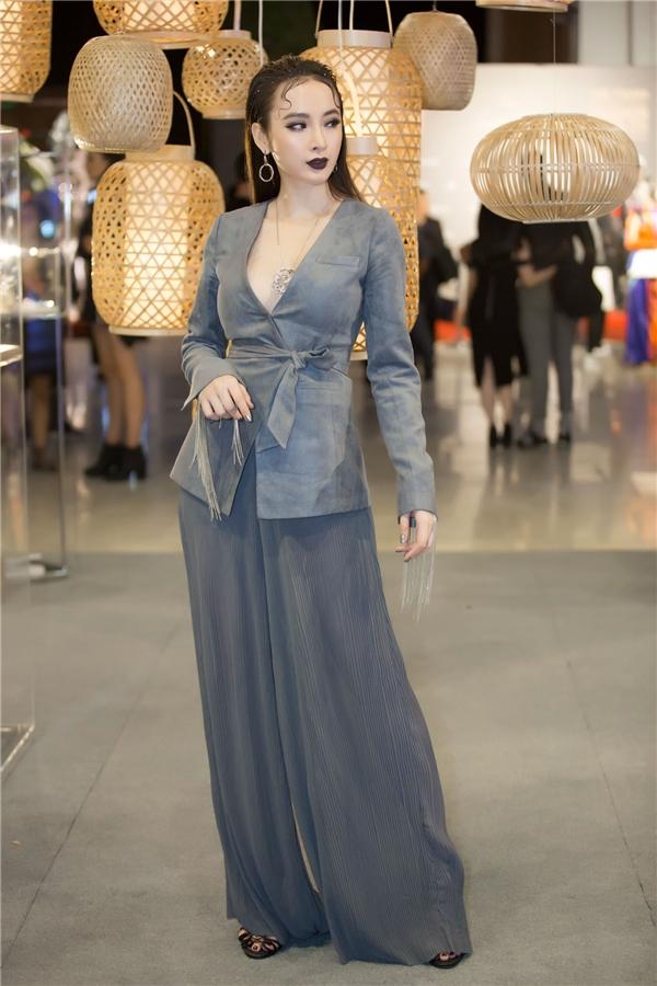 Công Trí là chủ nhân của nhiều trang phục mà Phương Trinh mặc trong thời gian qua, đặc biệt là bộ trang phục gây ấn tượng ở LHP Cannes hồi tháng 5.