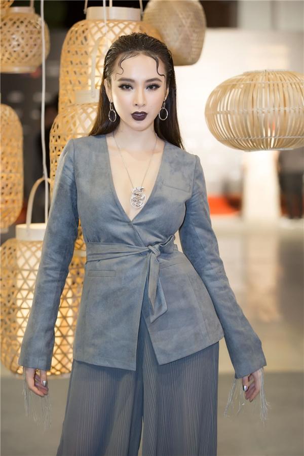 Hiện tại, Angela Phương Trinh dành thời gian để chuẩn bị cho các hoạt động ra mắt bộ phim điện ảnh Sứ mệnh trái timvào ngày 18/11/2016 sắp tới.