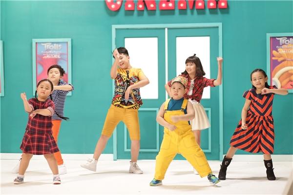 Trước khi tác phẩm chính thức ra rạp, nhà phát hành gửi đến khán giả MV cực vui nhộn của các diễn viên nhí Việt Nam trên nền nhạc Can't Stop the Feeling.