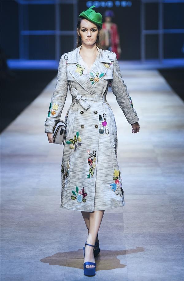 Nhắc đến tính ứng dụng, các thiết kế đến từ nhà thiết kế gốc Đà Nẵng chưa bao giờ thực sự chiều lòng những người yêu thời trang một cách quá dễ dãi, mà luôn thách thức, thôi thúc để rồi chinh phục họ bằng cách không ngừng phá bỏ các giới hạn và nguyên tắc thông thường trong thiết kế.