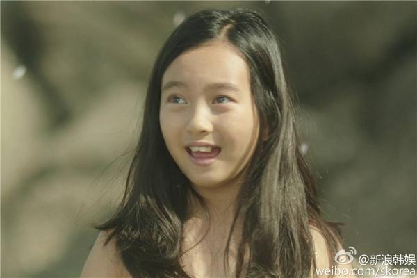 """Cặp đôi thuở bé do """"mĩ nam nhí"""" Jeon Jin Seo và Kal So Won – từng lấy nước mắt của hàng triệu khán giả với khả năng diễn xuất xuất sắc trong Điều Kỳ Diệu Ở Phòng Giam Số 7, thể hiện."""