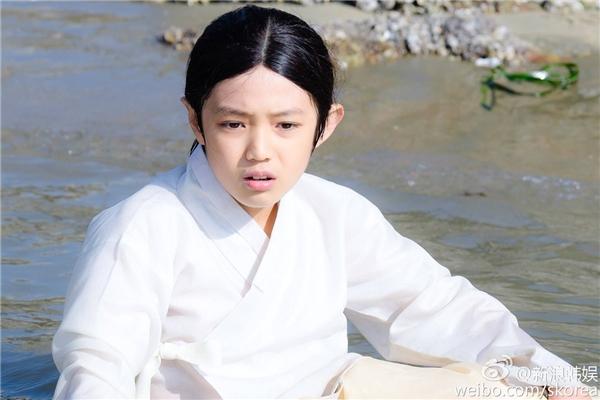 """Nhan sắc đẹp đều của dàn sao """"đóng lót"""" cho Lee Min Ho và Jun Ji Hyun"""