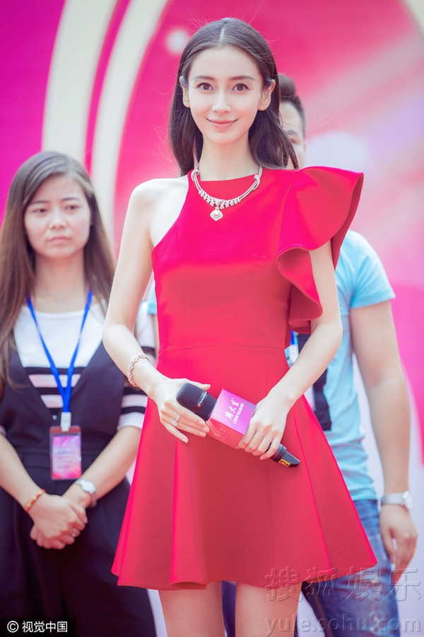 Đọ sắc thời trang bầu bí của hai bà bầu hot nhất Hoa Ngữ