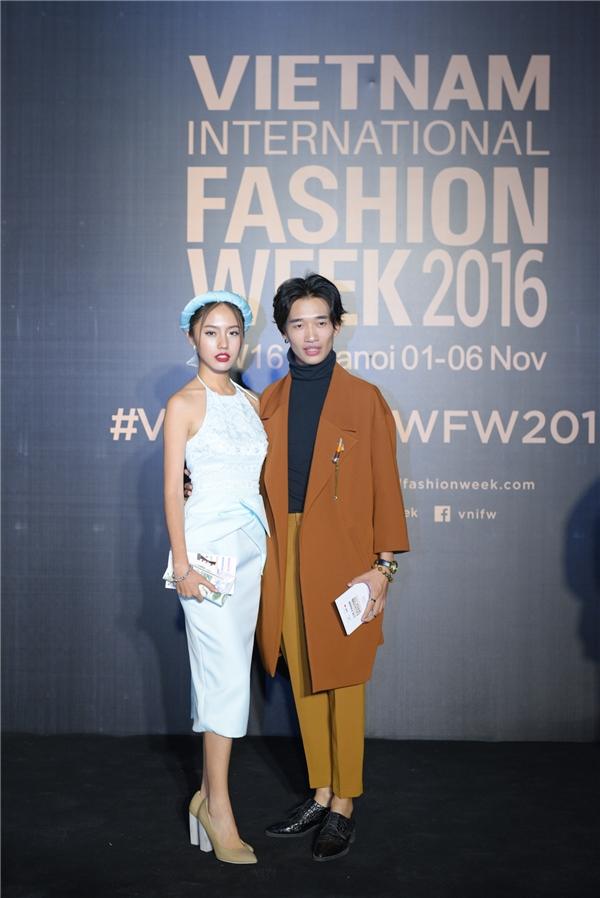 Người đẹp Thanh Vy – Top 10 Hoa khôi áo dài 2016 xuất hiện với chiếc đầm kết hợp phần yếm cách điểm thời trang với tông màu xanh pastesl đang là xu hướng hiện nay.