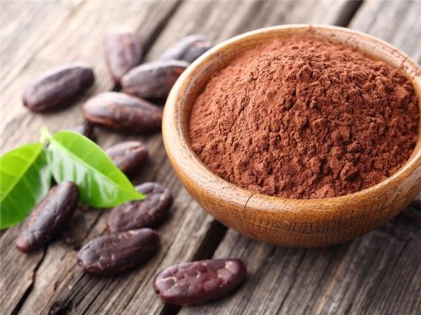 Sô cô la được chế biến từ những hạt ca cao nghiền nhỏ.