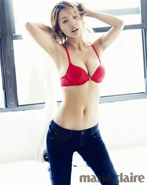 Nữ thần gợi cảm Lee Hyo Ri bị đồn đại là đã phẫu thuật hình dáng rốn để có một ngoại hình gợi cảm và hấp dẫn hơn.