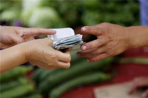 Người cho mượn tiền, bởi vì người đó thực lòng muốn giúp đỡ bạn một tay vào lúc khó khăn. (Ảnh minh hoạ)