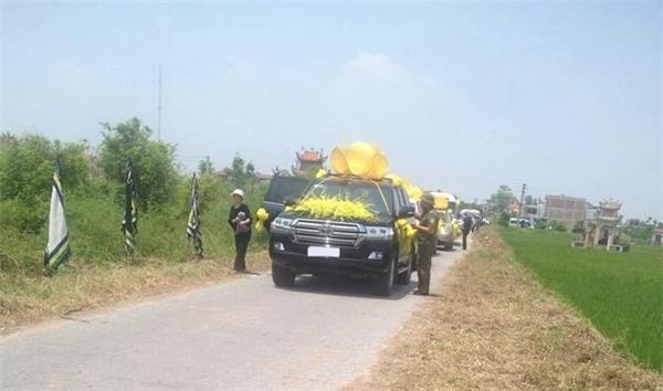 Đám ma hoành tráng với hơn 30 siêu xe rước tang tại Nam Định