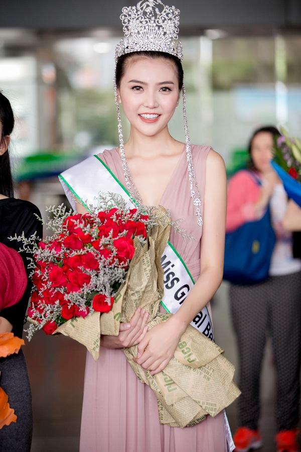 Nữ hoàng Sắc đẹp Toàn cầu 2016 Ngọc Duyên cho biết từ trước đến nay cô chưa bao giờ phạm phải những sai lầm như vậy. Người đẹp nhấn mạnh nếu đã đến xem show thì cố gắng tôn trọng ban tổ chức, nhà thiết kế và người mẫu trình diễn.