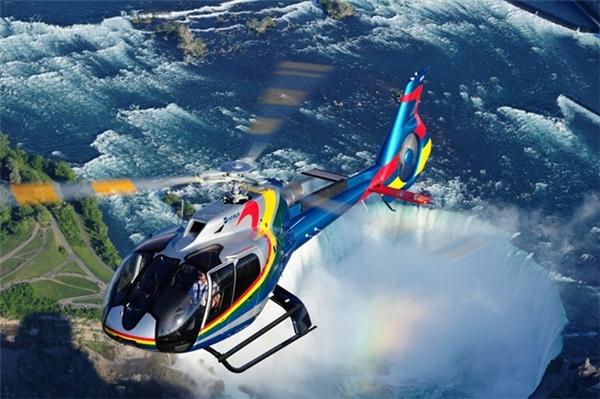 Hành khách tham gia sẽ được dịp quan sát 3 thác nước từ nhiều góc độ khác nhau trên chiếc trực thăng lượn vòng số 8 ở độ cao hơn 600m.