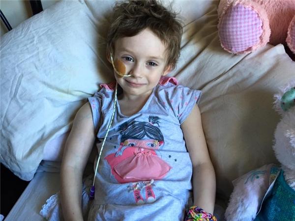 Cô béJessica Whelan được bác sĩ chẩn đoán mắc bệnh u nguyên bào thần kinh giai đoạn 4, một dạng ung thư nguy hiểm.