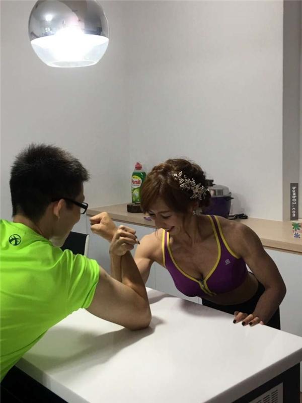 Nhờ có chung một niềm đam mê,cô và ông xã quen nhau trong lúc tập gym.