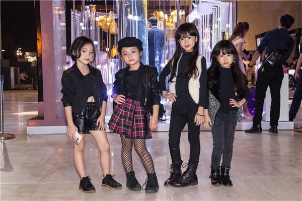 Dàn fashionista nhí bất ngờ xuất hiện tại đêm thứ 2 Vietnam International Fashion Week Thu Đông 2016 với dresscode đen cực chuẩn.