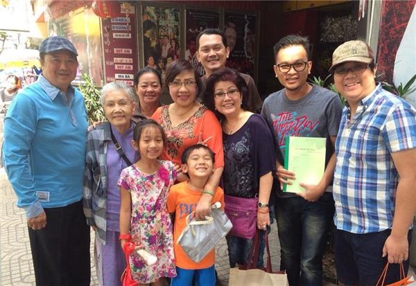Sao Việt khóc thương trước sự ra đi của NSƯT Út Bạch Lan - Tin sao Viet - Tin tuc sao Viet - Scandal sao Viet - Tin tuc cua Sao - Tin cua Sao