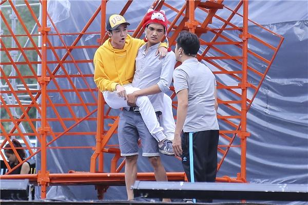 Việt Hương, Huỳnh Lập miệt mài tập luyện cho liveshow dù mưa to - Tin sao Viet - Tin tuc sao Viet - Scandal sao Viet - Tin tuc cua Sao - Tin cua Sao