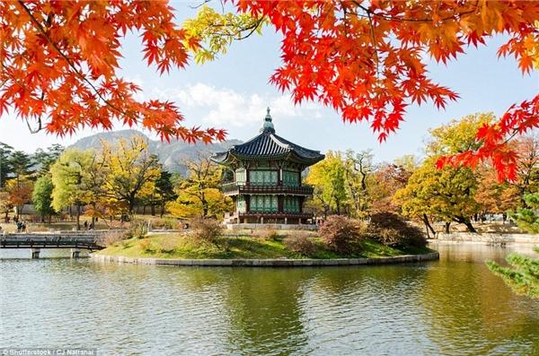 Cung điện Gyeongbokgung, Seoul, Hàn Quốc được xây dựng từ năm 1395, còn được gọi là cung điện phía Bắc vì vị trí của nó so với các cung điện lân cận.