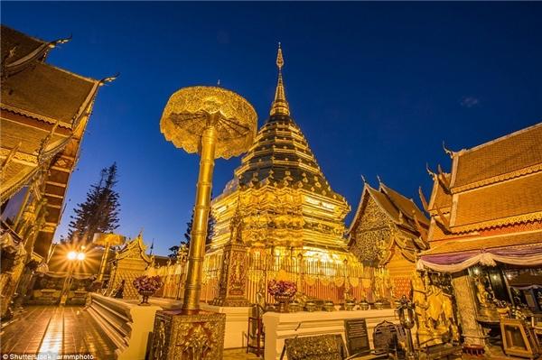 Chùa Wat Phra That Doi Suthep, Chiang Mai, Thái Lan tọa lạc trên núi cao,là một trong những ngôi chùa linh thiêng nhất miền Bắc Thái Lan.