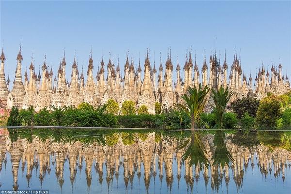 Ngôi chùa của Myanmar vô cùng ấn tượng với 2500 tháp đá và tòa nhà hình mái vòm.